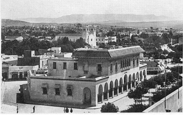 بناية بنك المغرب و خلفه الكنيسة