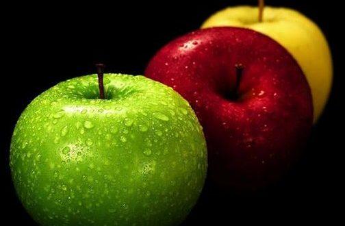 ثلاثُ تُفاحاتٍ و الطّعمُ مُخْتلفُ .