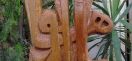 عَجباً يُكلّمُ إزْميلُكَ الخَشبَ تَكْليماً !